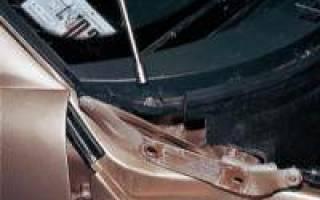 Как снять обивку моторного отсека и накладки рамы ветрового стекла?