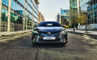 Совершенно новый седан Toyota Camry 2018